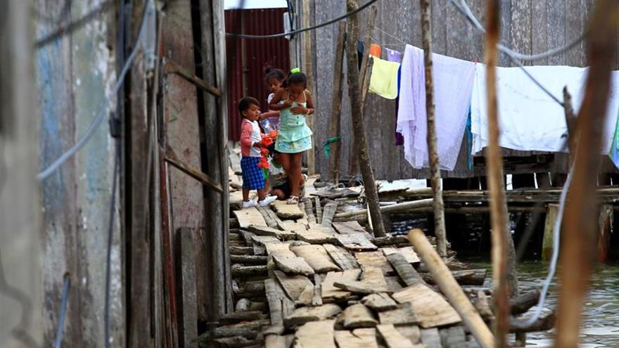 ONG alerta de la necesidad de proteger a niños un año después del seísmo de Ecuador