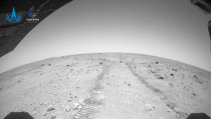 El robot de China en Marte, protagonista de las nuevas imágenes publicadas