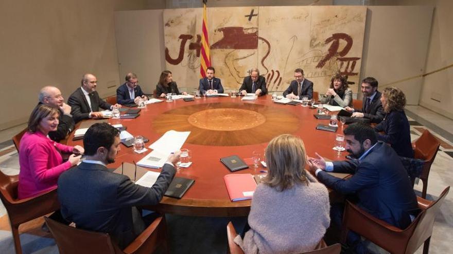 El presidente de la Generalitat, Quim Torra (c), durante la reunión semanal del ejecutivo catalán.