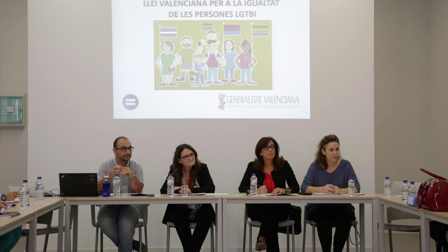 Mónica Oltra ha presidido la primera reunión de la comisión de trabajo para el análisis del borrador del anteproyecto de la ley LGTBi