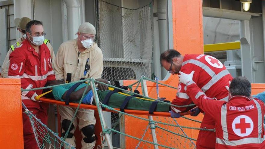 Desembarcan en Sicilia 946 inmigrantes y un bebé nacido en el barco de rescate