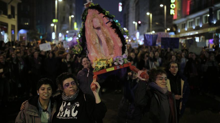 La Virgen del Santísimo Coño también ha tenido su espacio en la marcha del 8M / Olmo Calvo