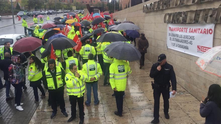 Manifestación de trabajadores de transporte sanitario en Toledo