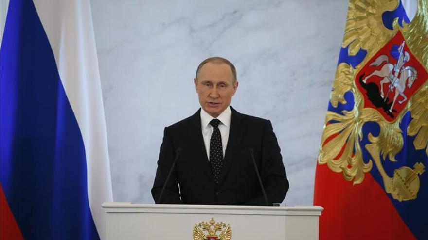 """Putin pide un """"solo puño"""" contra el terrorismo bajo la égida de la ONU"""