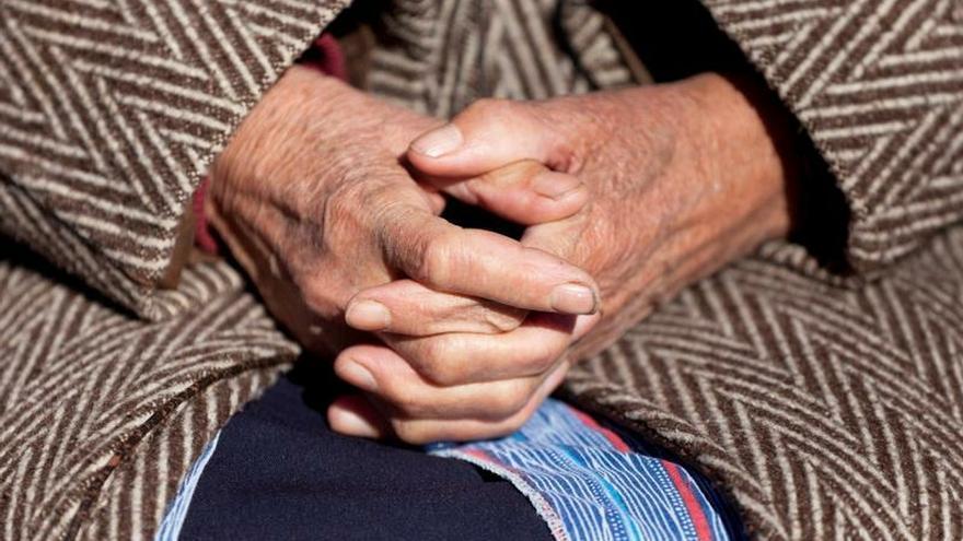 Comida compartida y sobremesa contra la soledad no deseada de los mayores