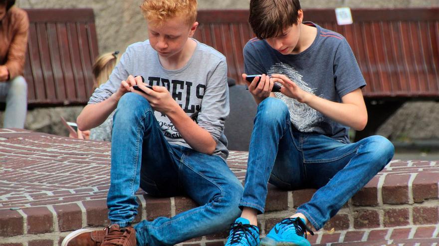Más de la mitad de los jovenes de entre 16 y 24 años comparte sus datos personales en la red