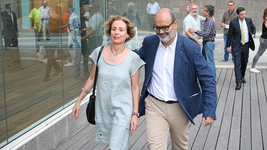 Los consejeros de Podemos, María Nebot y Juan Manuel Brito. (ALEJANDRO RAMOS)