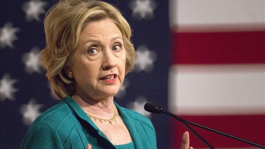 Los latinos en EE.UU. prefieren a Clinton y Bush de cara a las presidenciales
