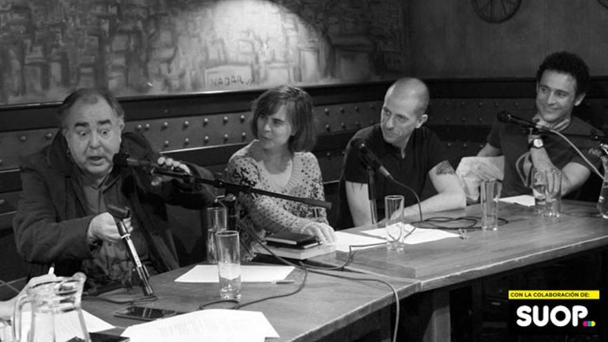 Juan Herrera y los panelistas, que podría ser el nombre de un grupo indie, pero es un simple pie de foto. La vida es así, una montaña rusa de emociones