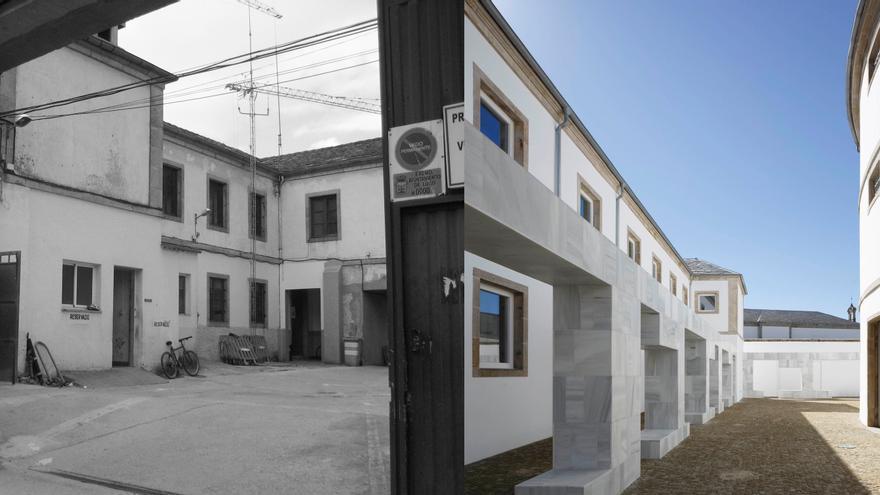 Uno de los patios antes y después de la reforma y reapertura de lo que fue la cárcel de Lugo.