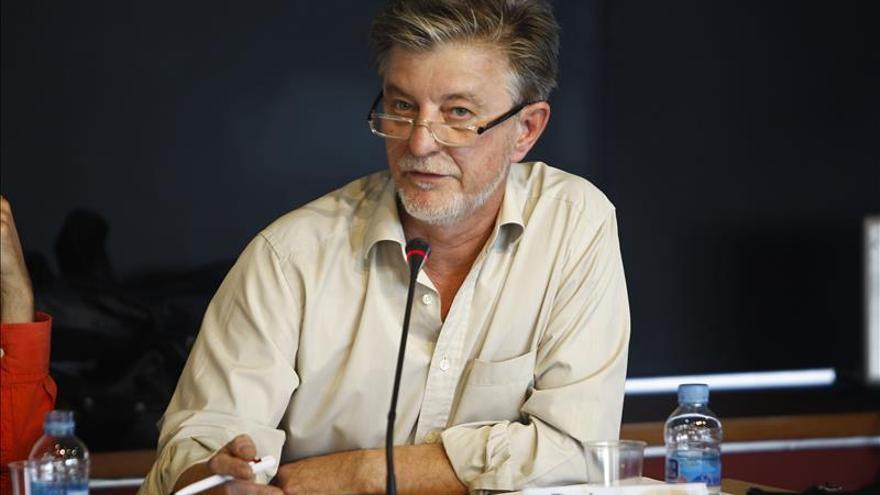 El alcalde de Zaragoza preside una mesa electoral por la ausencia de su titular