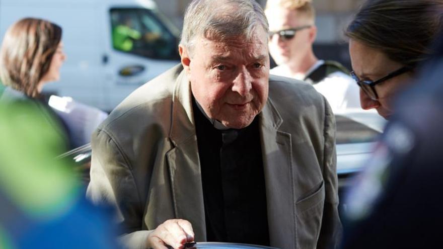 El cardenal australiano George Pell llega este miércoles a la Corte del Condado, en Melbourne (Australia)