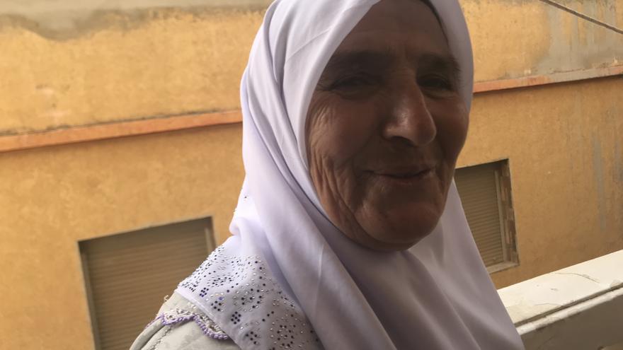 Khaduch, porteadora desde hace 38 años