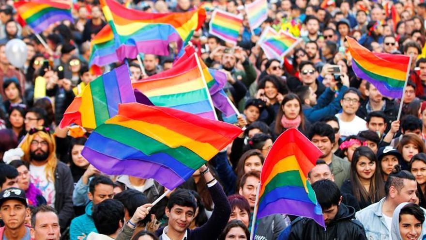 Más de cien mil personas marchan en Chile en el Día del Orgullo Gay