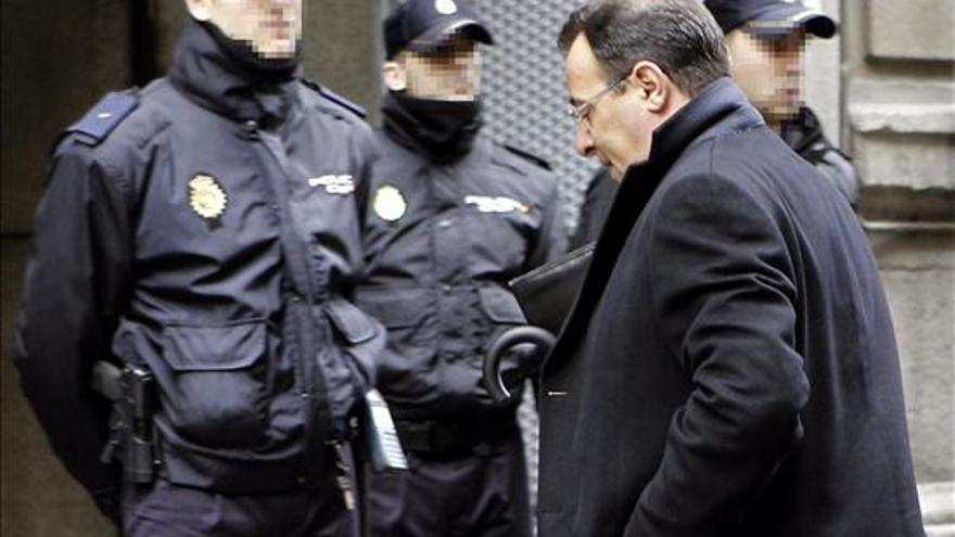 Iván Yáñez, gestor financiero Bárcenas, a su llegada a la Audiencia Nacional para declarar como imputado ante el juez del caso Gürtel