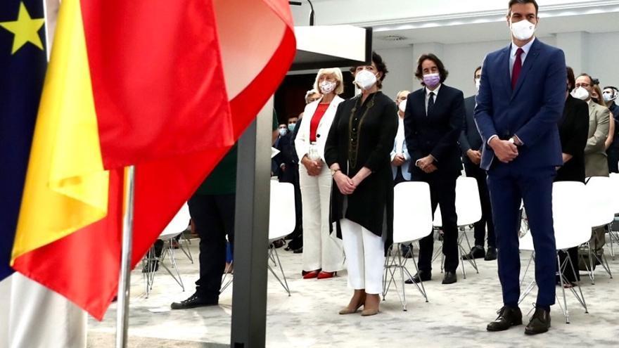 Marina Lombó asiste al acto de homenaje a la comunidad educativa celebrado en La Moncloa.