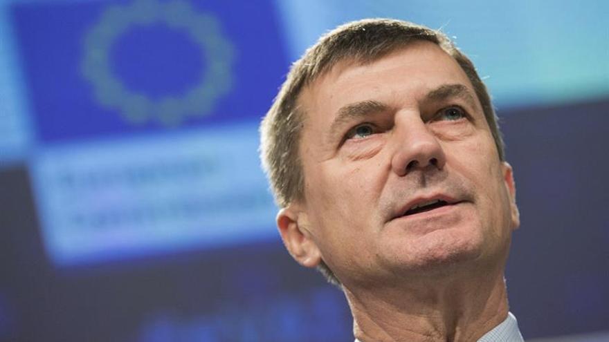La CE precisa política de uso justo para eliminar sobrecostes por itinerancia