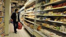 Imagen de un consumidor en un supermercado