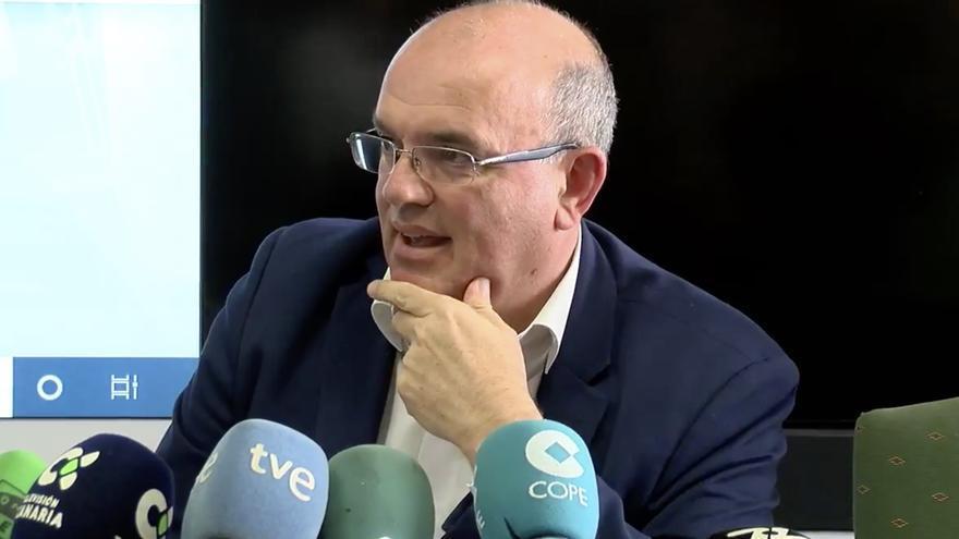Anselmo Pestana, este martes, durante su despedida del Cabildo de La Palma. Imagen captada de Tv La Palma.
