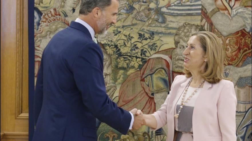 Ana Pastor traslada a los grupos parlamentarios la petición de diálogo del Rey y su decisión de no abrir consultas