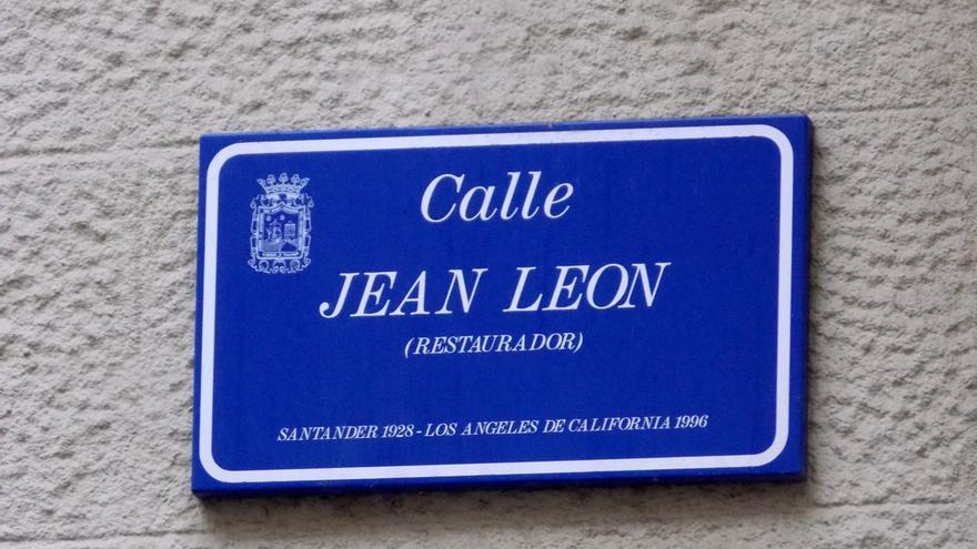 Jean Leon murió en Los Ángeles en 1996. En el año 2004 el ayuntamiento de Santander le dedicó una calle en recuerdo de su exitosa aventura empresarial en Estados Unidos.