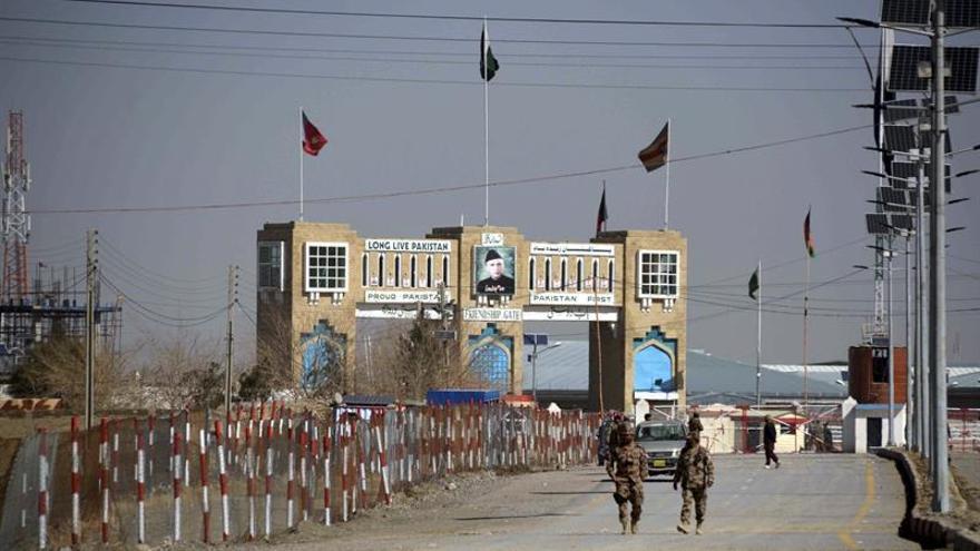 Pakistán reabre la frontera con Afganistán tras más de un mes cerrada