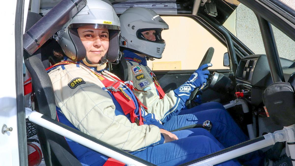 Paloma Meseguer en su coche