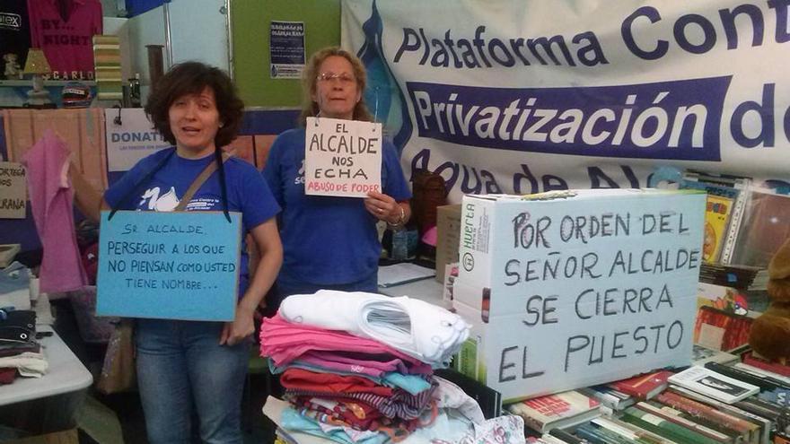 Mercadillo de la Plataforma contra la Privatización del Agua de Alcázar / Foto: Izquierda Unida Alcázar.