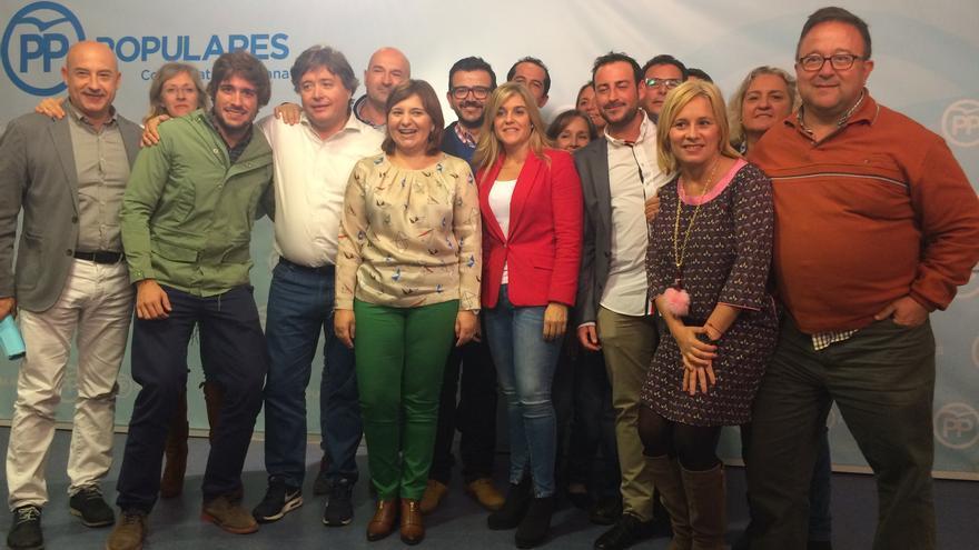 Isabel Bonig junto a otros miembros del PP valenciano