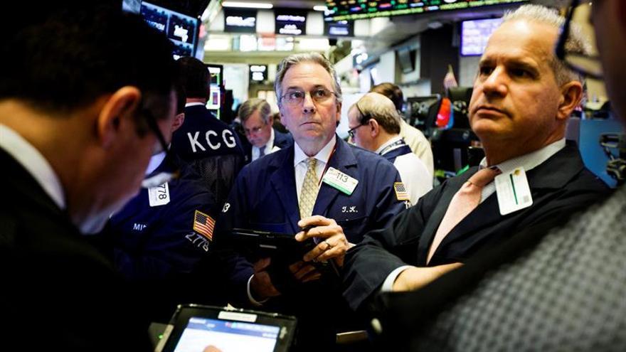 Wall Street pierde el rumbo y el Dow Jones cede un 0,01 %