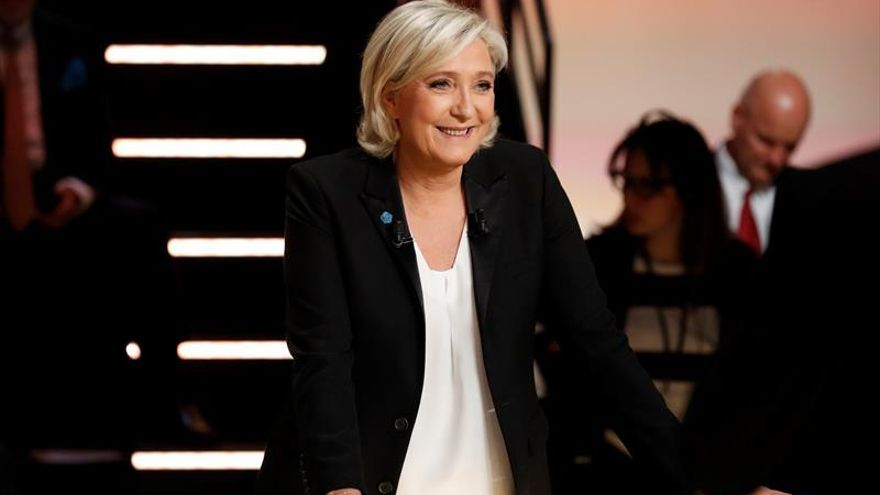 Macron y Le Pen, blanco de los ataques en un primer debate vivo y tenso