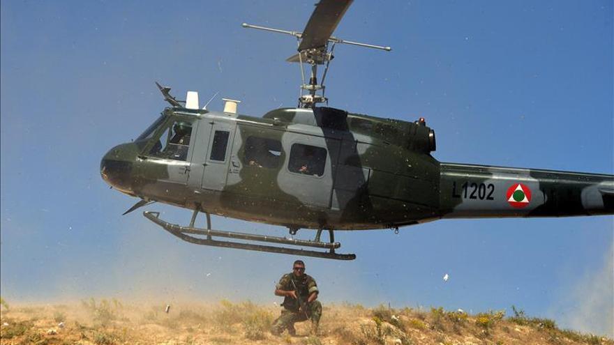 Un helicóptero del Ejército libanés es alcanzado por disparos desde Siria