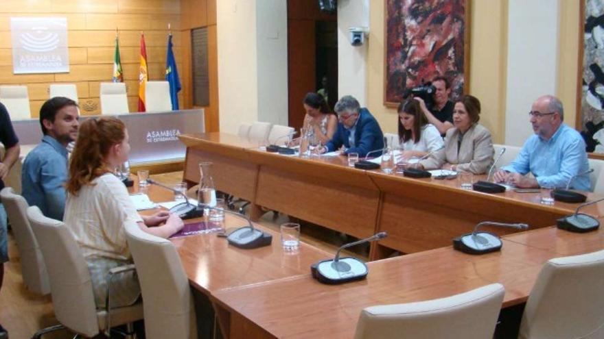 Reunión entre la Junta y Podemos