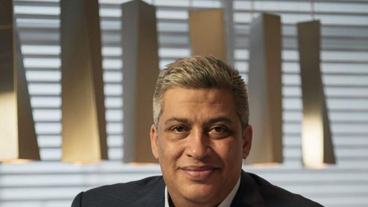 Carlos Rosales.