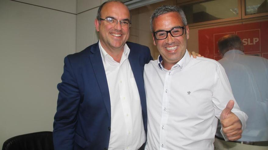 Anselmo Pestana y Sergio Matos, la noche electoral, tras el recuento de votos.
