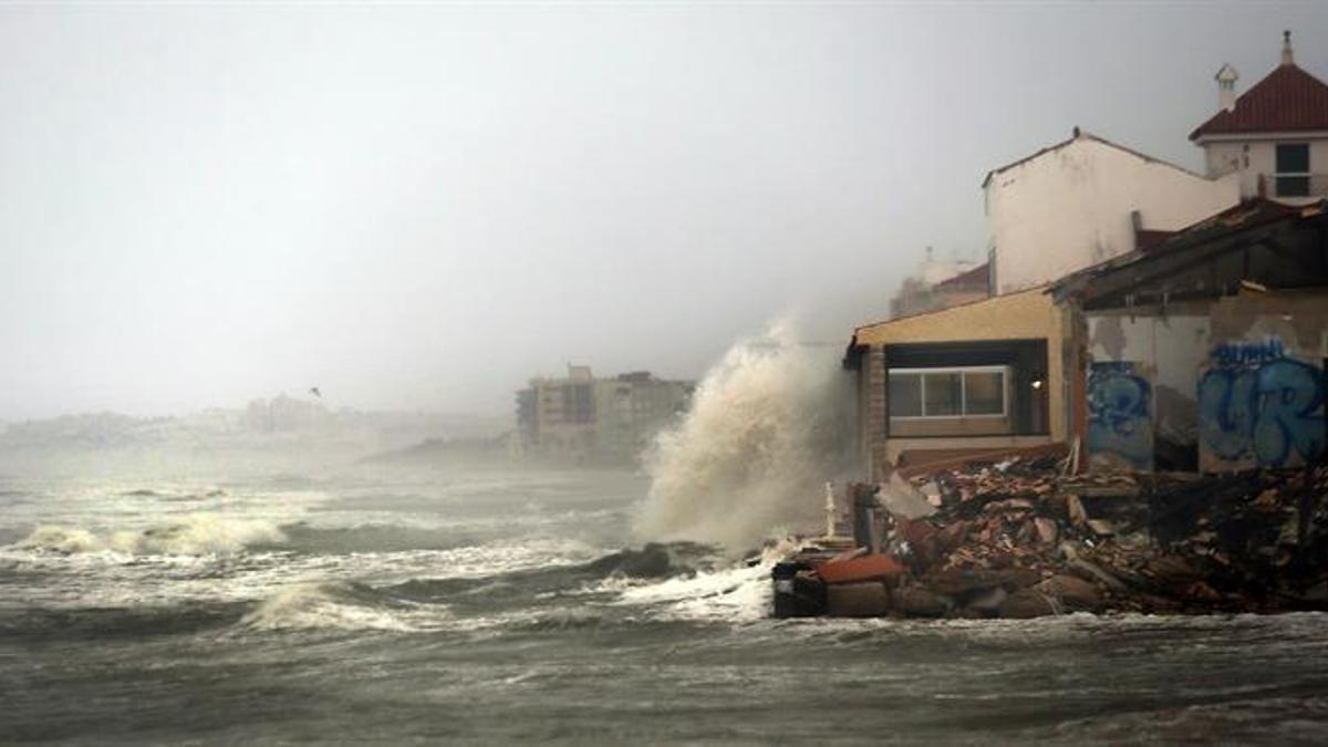 Imagen de archivo de un temporal en la costa valenciana.