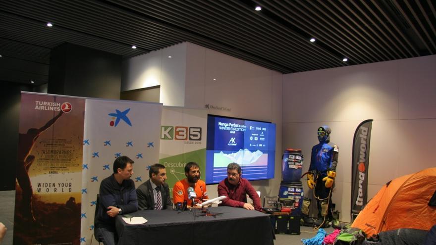 Alex Txikon durante la presentación de la expedición en Bilbao.