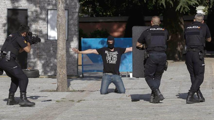 La Policía simula su actuación ante un ataque terrorista en un aeropuerto