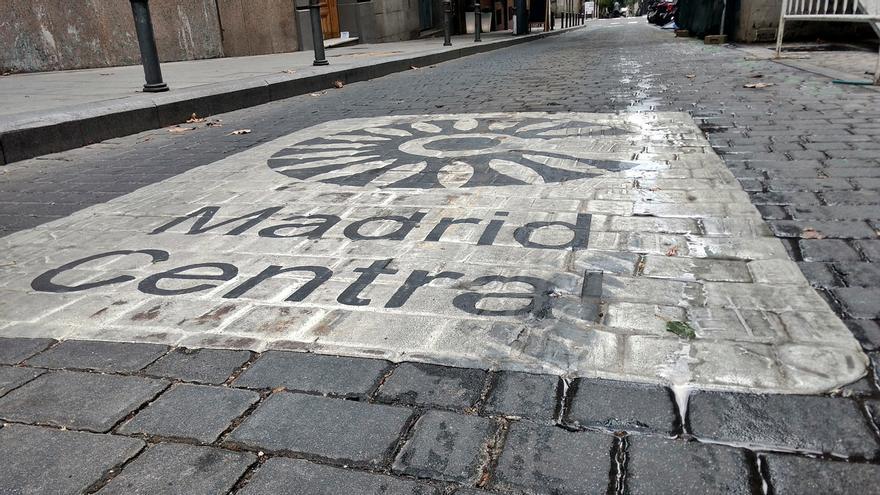 Pictograma en una de las calles de entrada a Madrid Central | SOMOS CHAMBERÍ