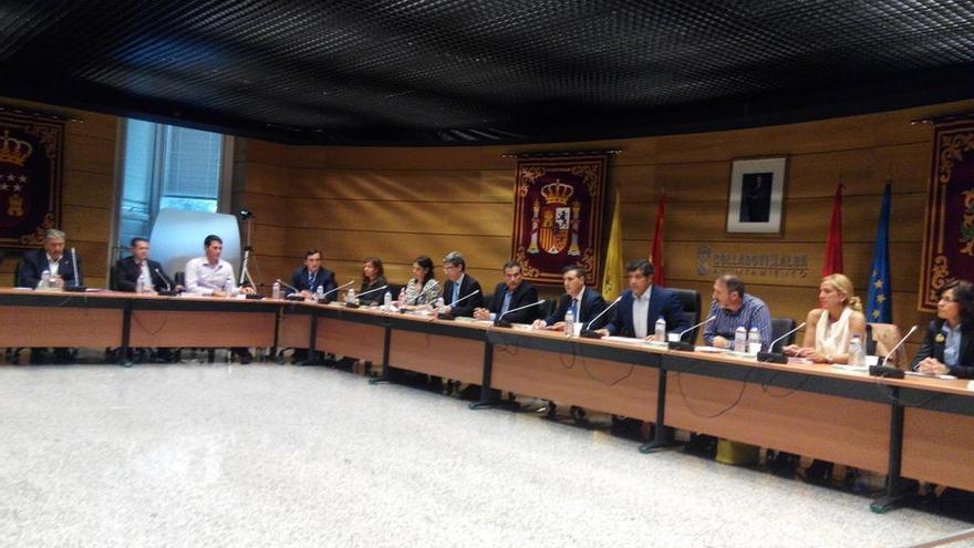 El alcalde de Collado-Villalba, Agustín Juárez, preside el Pleno municipal tras ser liberado bajo fianza. / FOTO: IU Collado-Villalba