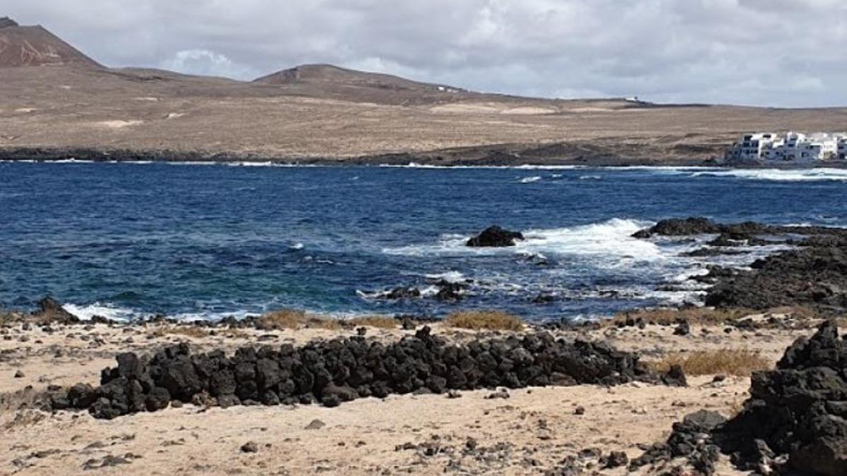 Los migrantes llegaron en patera a Caleta de Caballo, en Lanzarote