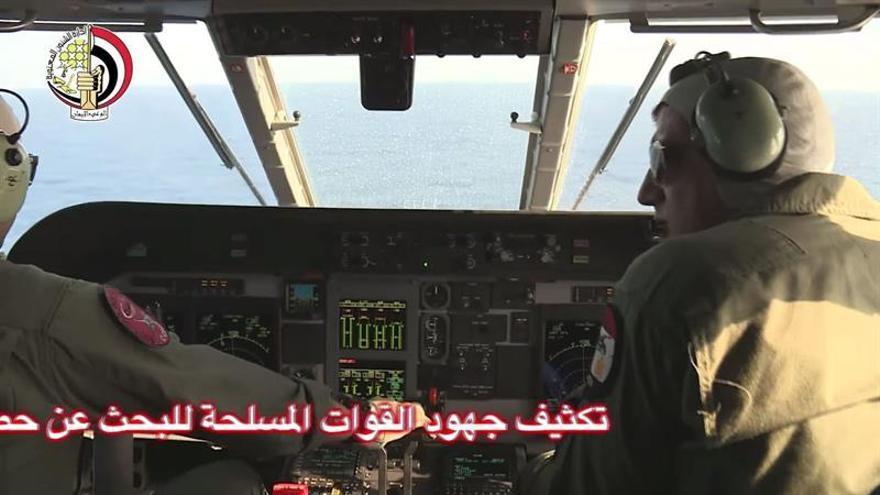 Un submarino se une a labores de búsqueda de los restos del avión de Egyptair