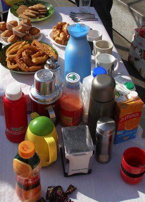 Los asistentes suelen aportar alimentos, aunque no es obligatorio