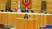 La conselleira de Vivenda, Ángeles Vázquez, en el Parlamento de Galicia
