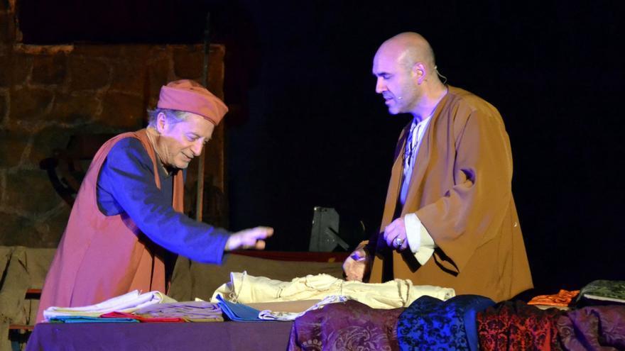 Representación teatral nocturna del Festival Medieval de Hita