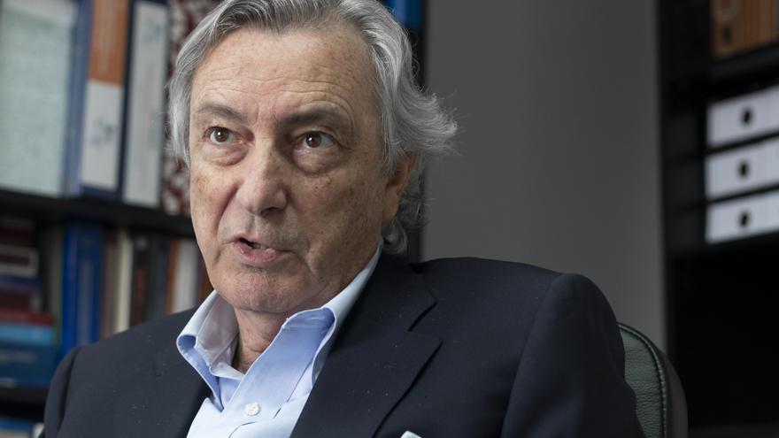 Jorge Dezcallar, diplomático y exdirector del CNI, durante su entrevista con eldiario.es