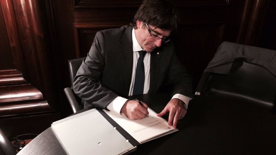 Puigdemont reúne al Govern en el Parlament antes de firmar el decreto de convocatoria del 1-O