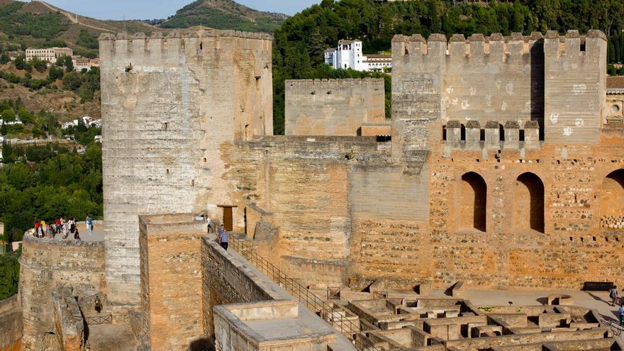 Torres y parte del Barrio Castrense de la Alcazaba, en La Alhambra.