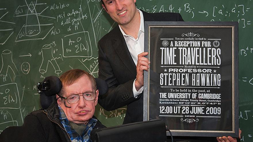 Stephen Hawking realizó su experimento del viaje del tiempo en 2009. Ahora, Kiteprint.com ha lanzado una edición especial con las invitaciones. / Andrew Wilkinson
