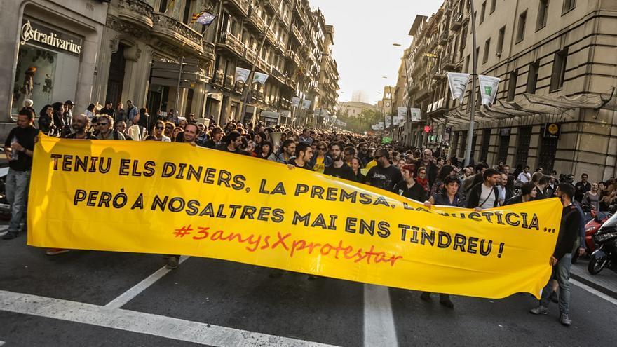 Manifestació al carrer Pelai en suport als condemnats a presó per Aturem el Parlament / ENRIC CATALÀ